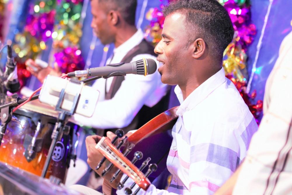 محمد عیسی قادری آهنگ جدید اجرای زنده و بسیار زیبا و شنیدنی بصورت حفله